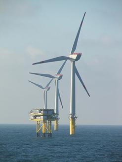 図1 ドイツのAlpha Ventus洋上風力発電所の写真