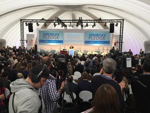COP23の会場の外に設けられた「We Are Still In」(我々はパリ協定にとどまる)という運動のパビリオン